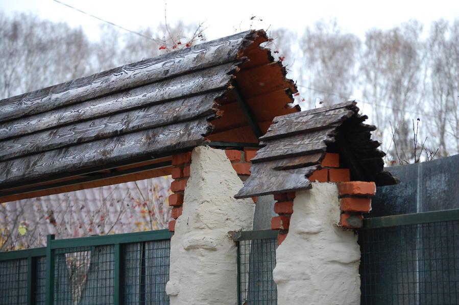 Деревянный навес над калиткой своими руками 95
